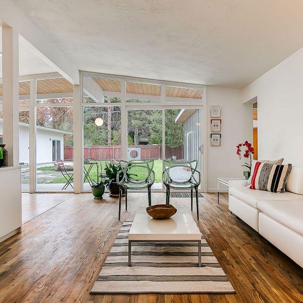 8_Best-Indoor_Outdoor-Living-Space