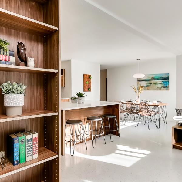 10_Bookshelf