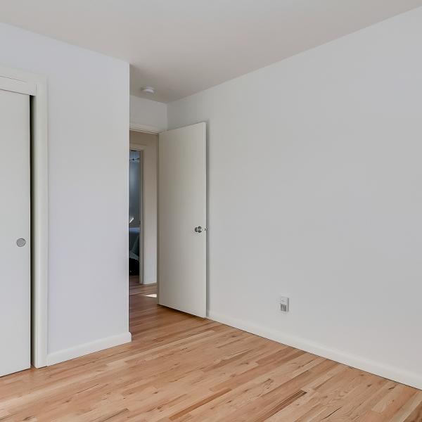 19_BR1 closet